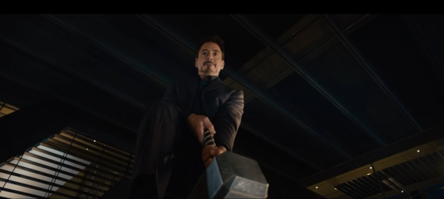 Iron-Man-trying-to-lift-Thor's-hammer